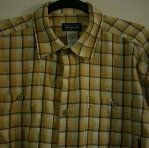 Patagonia small plaid button up shirt long-sleeved